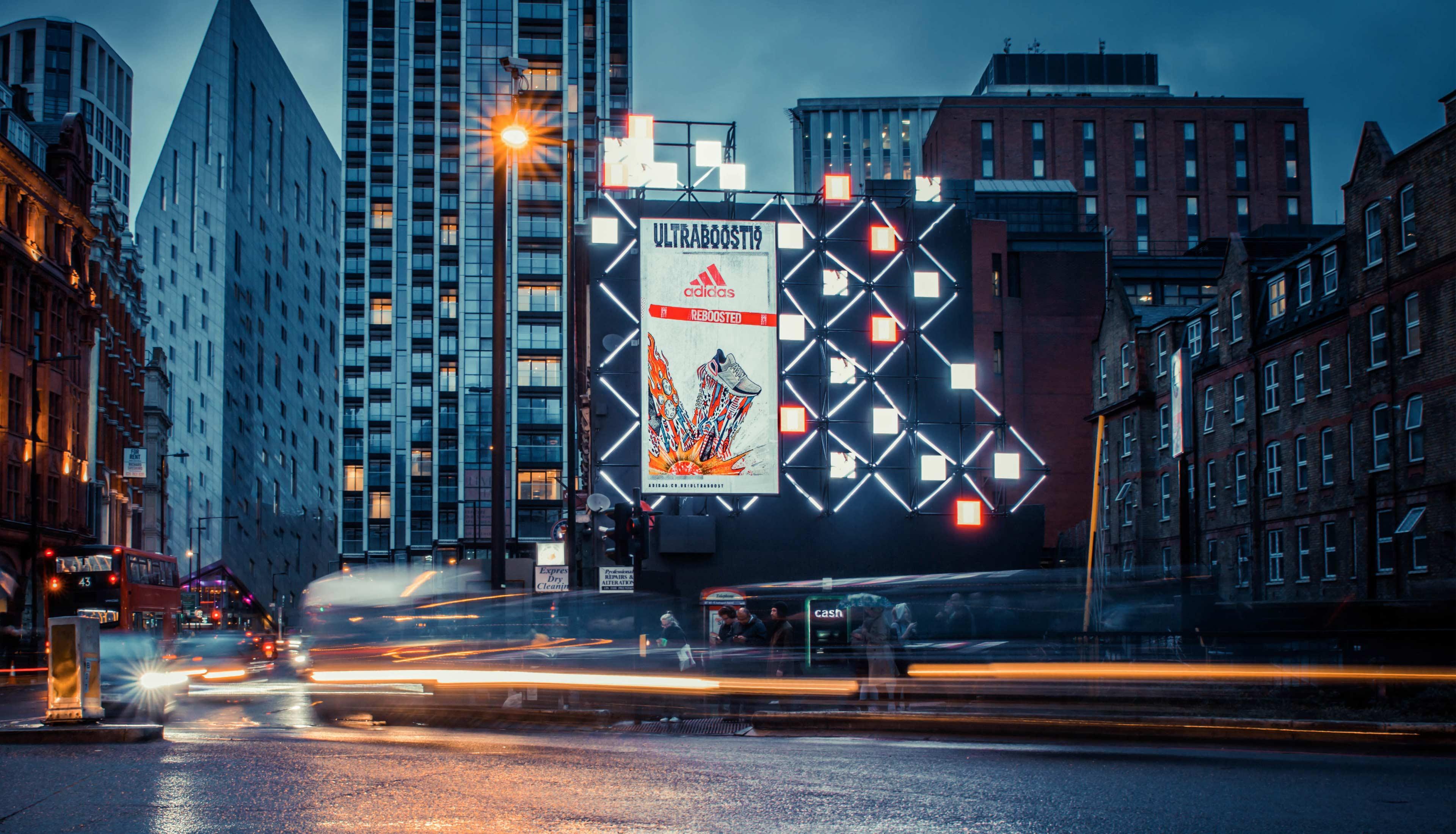 UB19_Old_Street_Digital_Canvas_Night_1-1